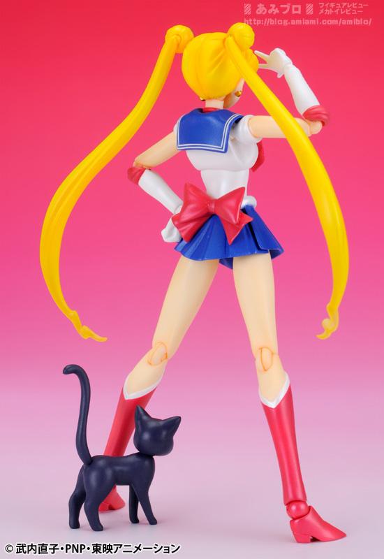Sailor Moon (20th anniversary) - Page 6 SH-Figuarts-Sailor-Moon-03