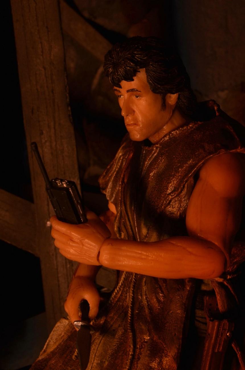 "[NECA] Rambo – 7″ Action Figure – Series 1 ""First Blood"" (Case 6)  - Página 2 Survival-Rambo-NECA-004"