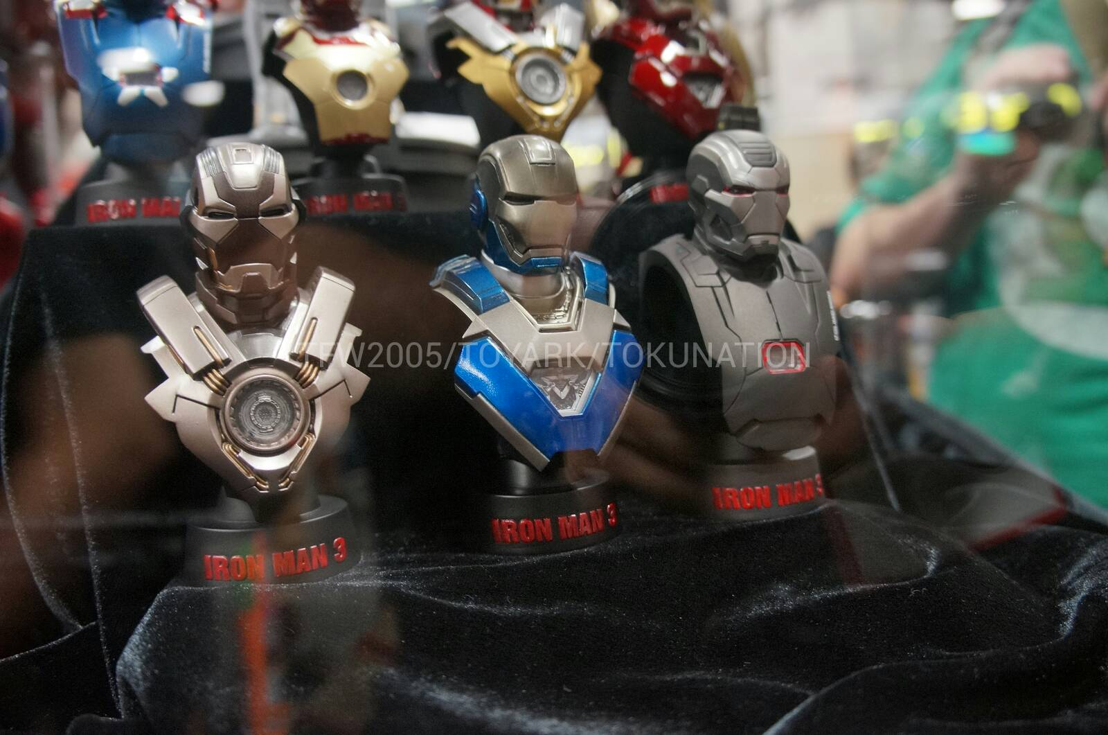 HOT TOYS - Iron Man 3 : 1/6th scale Collectible Bust Series DSC03287