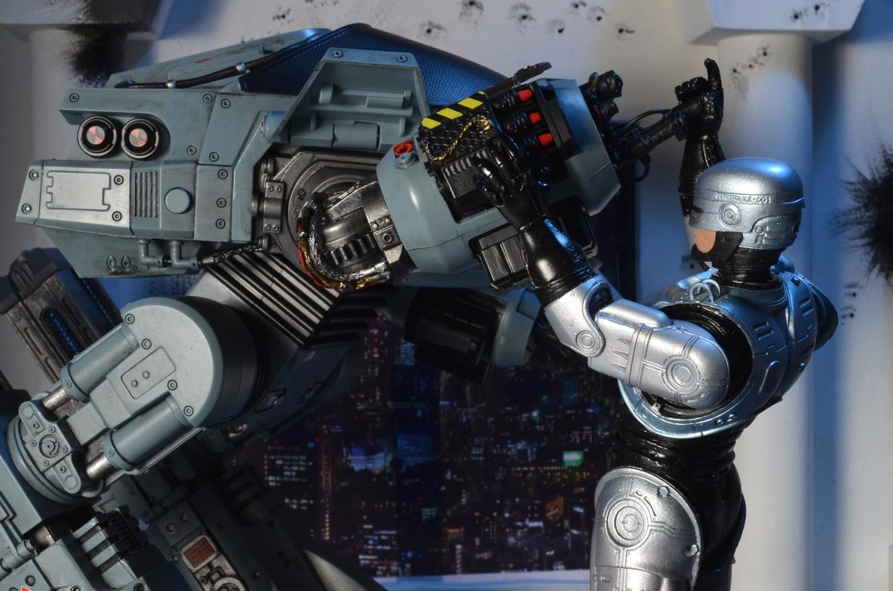 [NECA] RoboCop - ED-209 NECA-Robocop-1987-ED-209-005