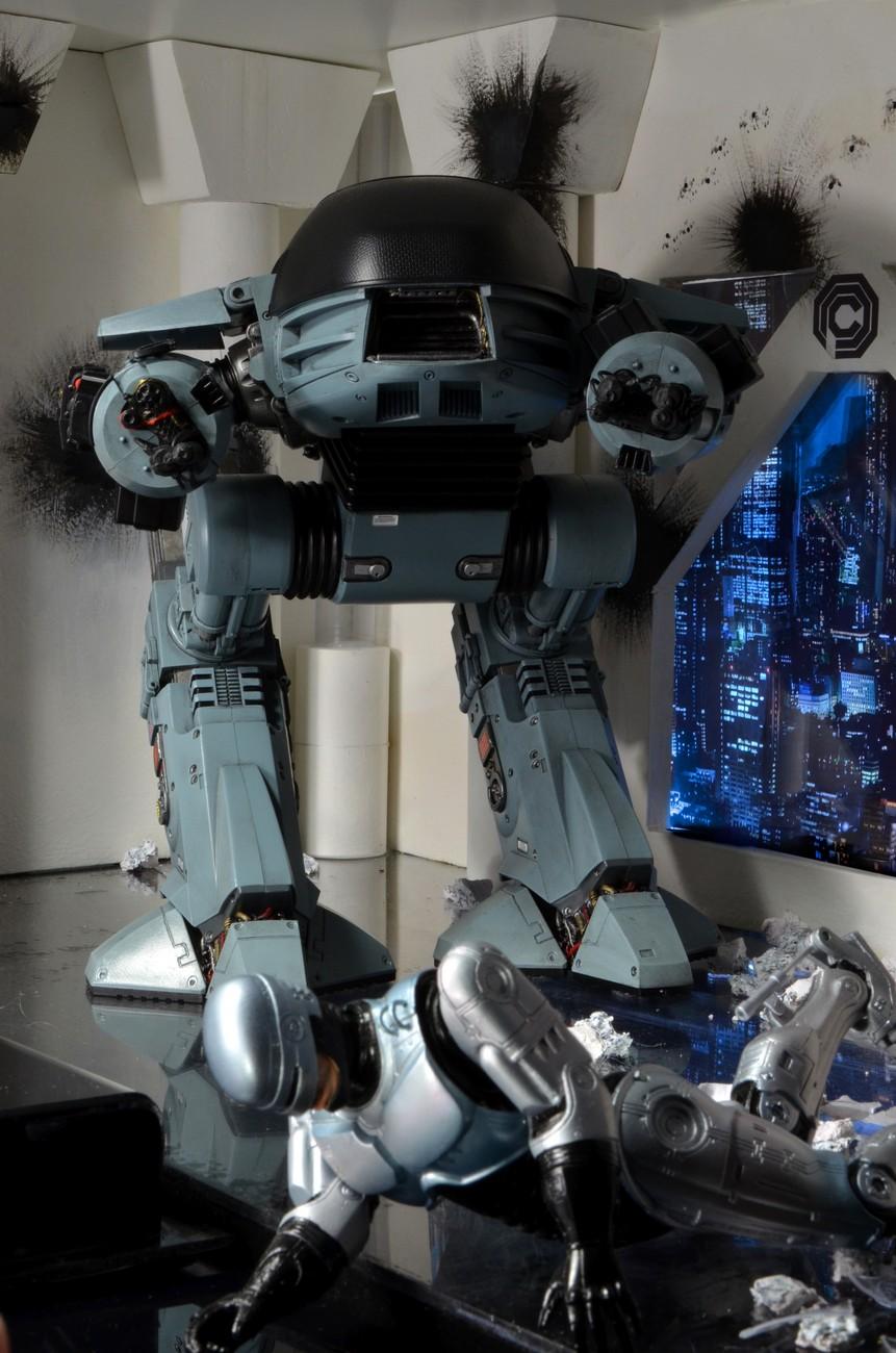 [NECA] RoboCop - ED-209 NECA-Robocop-1987-ED-209-006