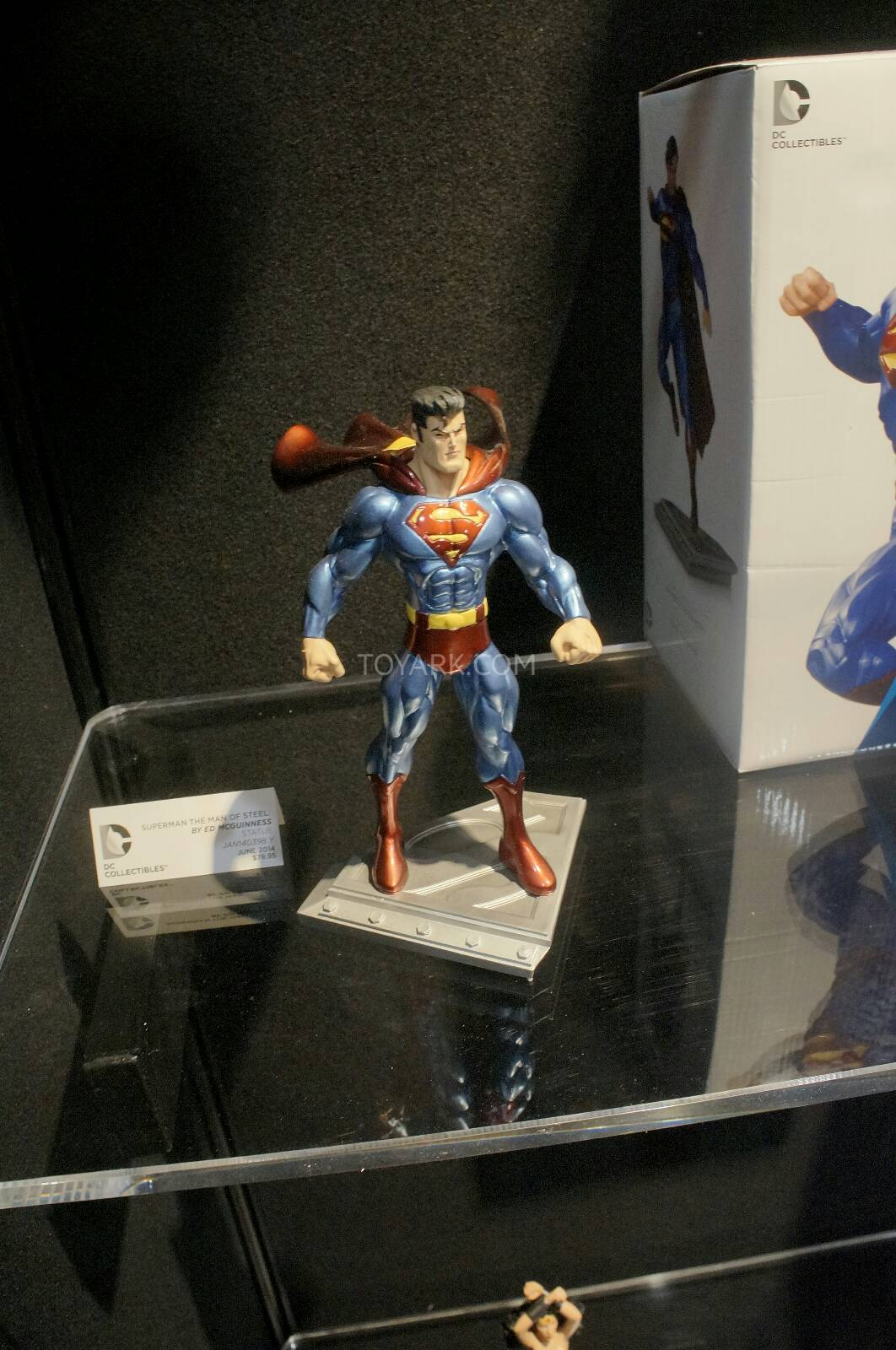 [Toy Fair 2014] DC Collectibles Toy-Fair-2014-DC-Collectibles-008
