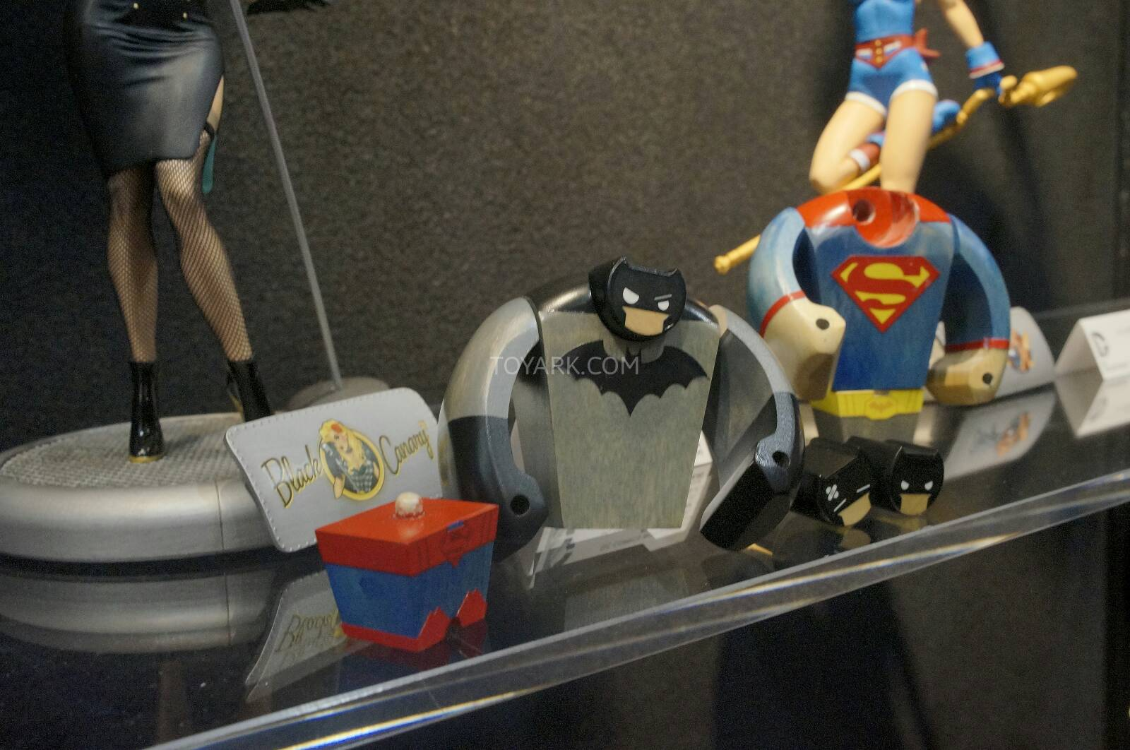 [Toy Fair 2014] DC Collectibles Toy-Fair-2014-DC-Collectibles-018