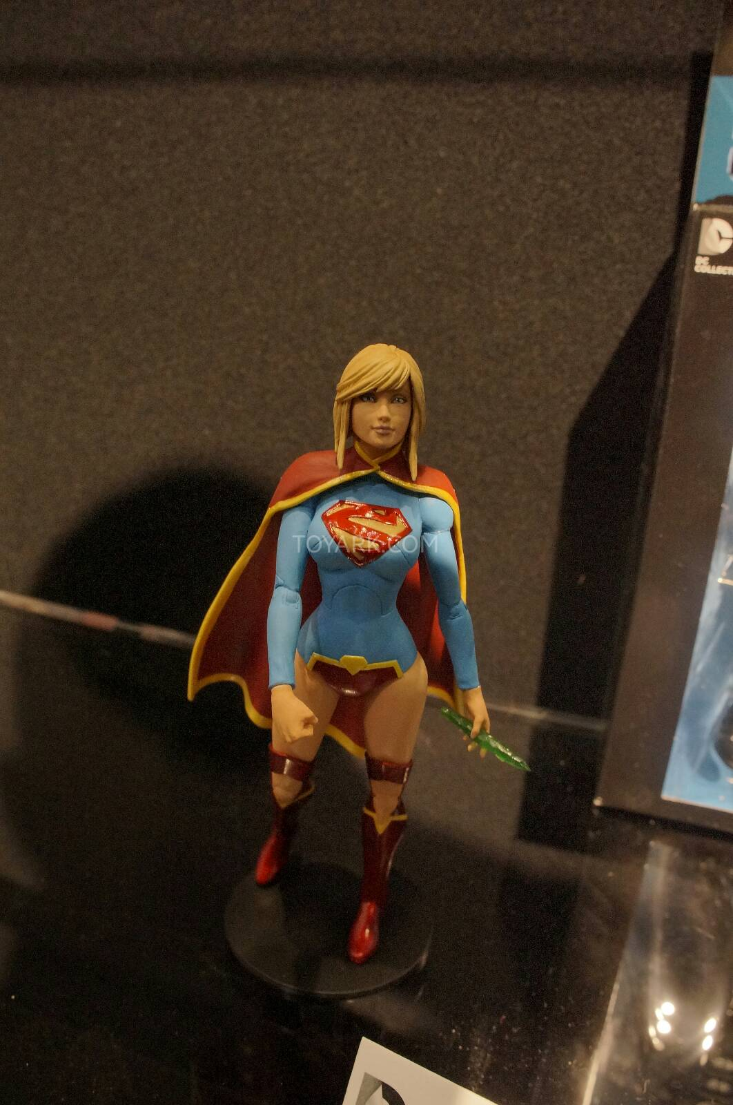 [Toy Fair 2014] DC Collectibles Toy-Fair-2014-DC-Collectibles-117