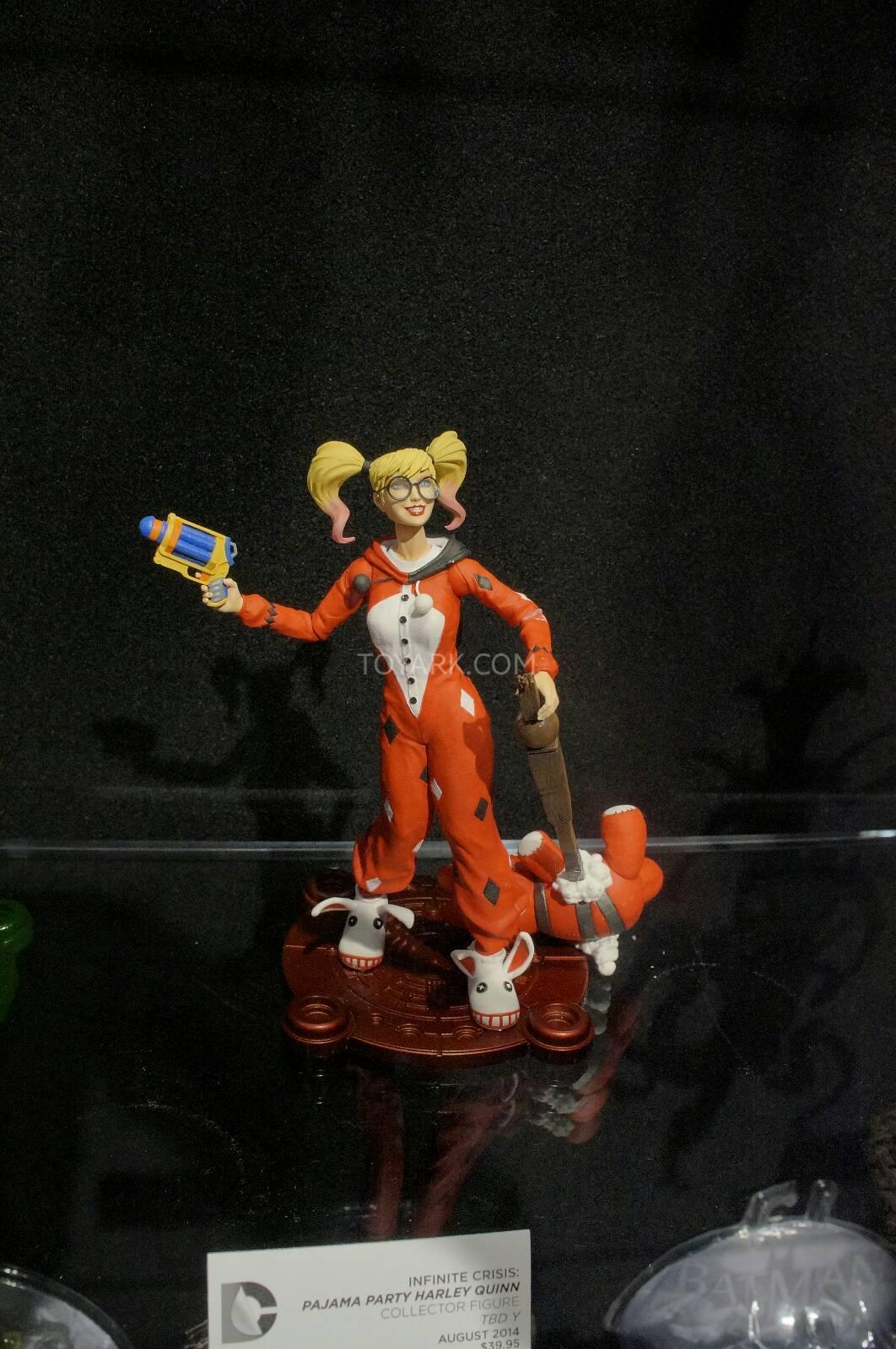 [Toy Fair 2014] DC Collectibles Toy-Fair-2014-DC-Collectibles-139