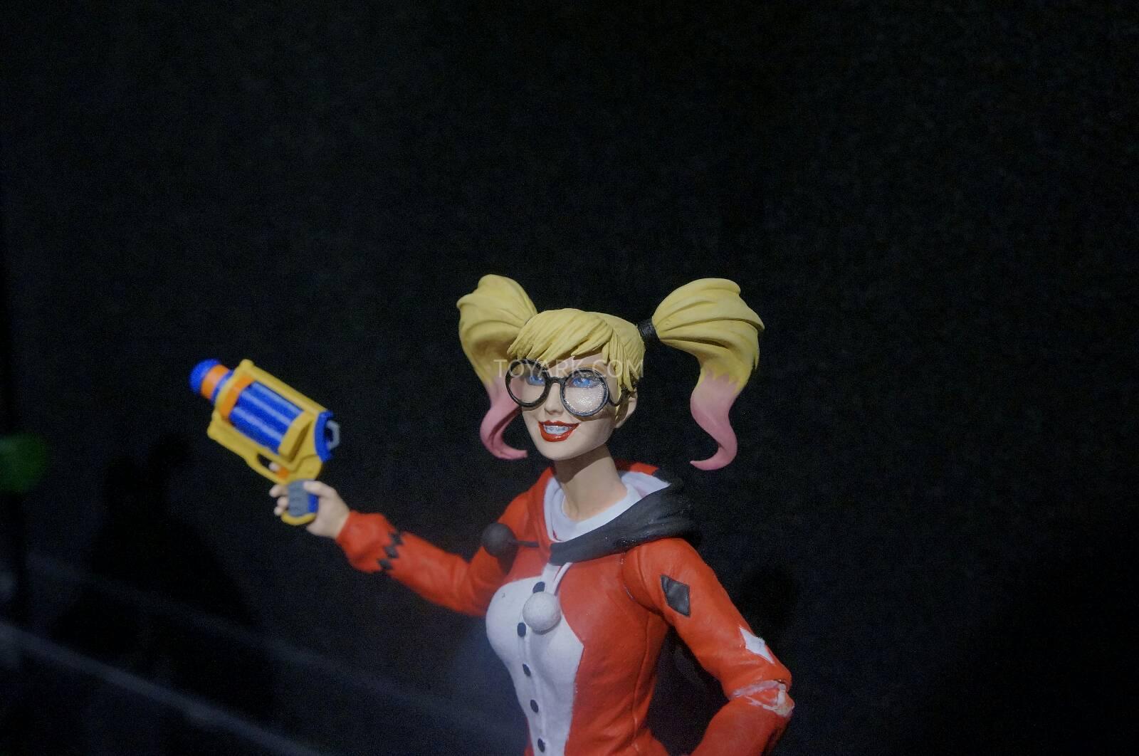 [Toy Fair 2014] DC Collectibles Toy-Fair-2014-DC-Collectibles-143