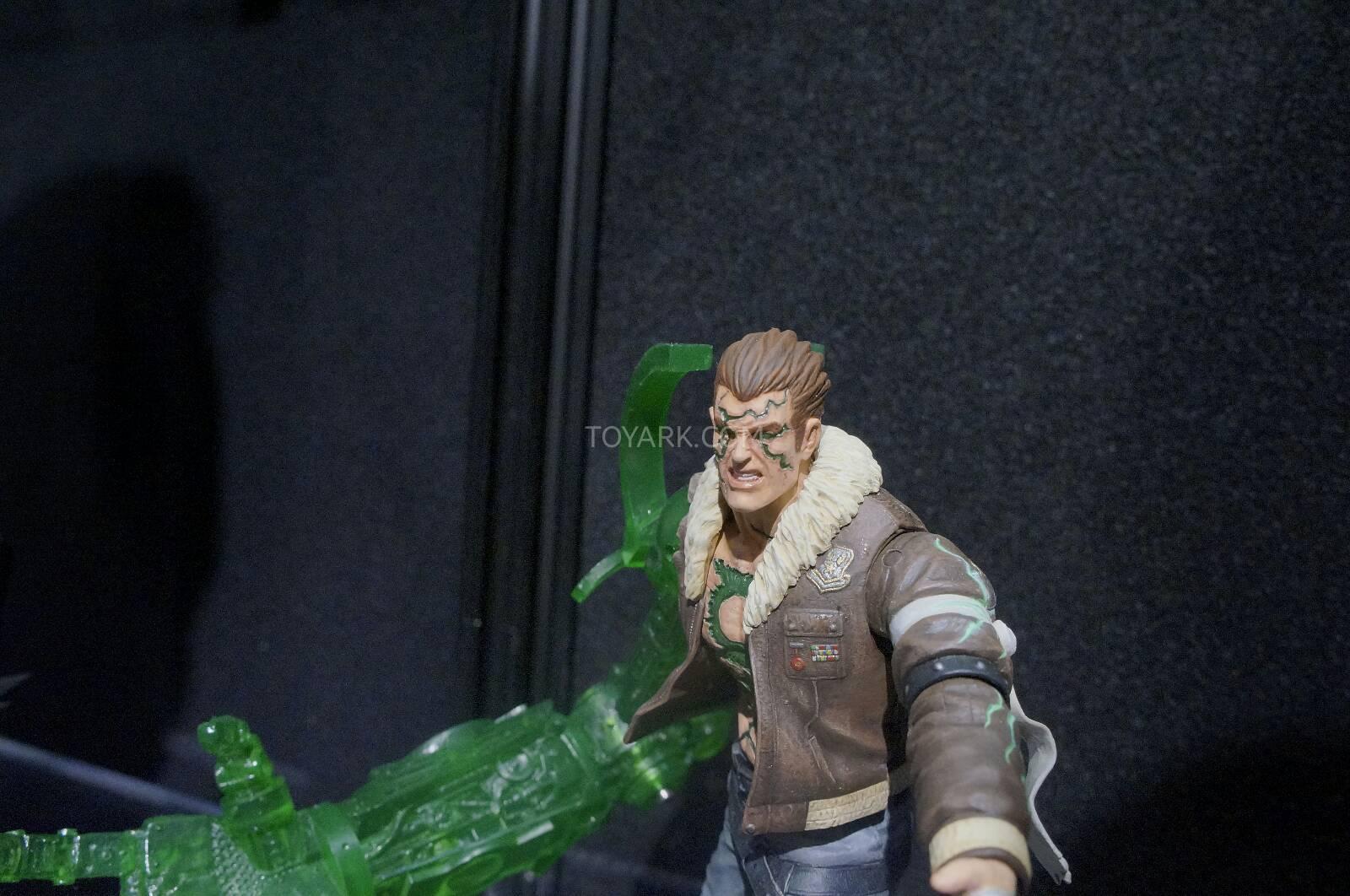 [Toy Fair 2014] DC Collectibles Toy-Fair-2014-DC-Collectibles-144