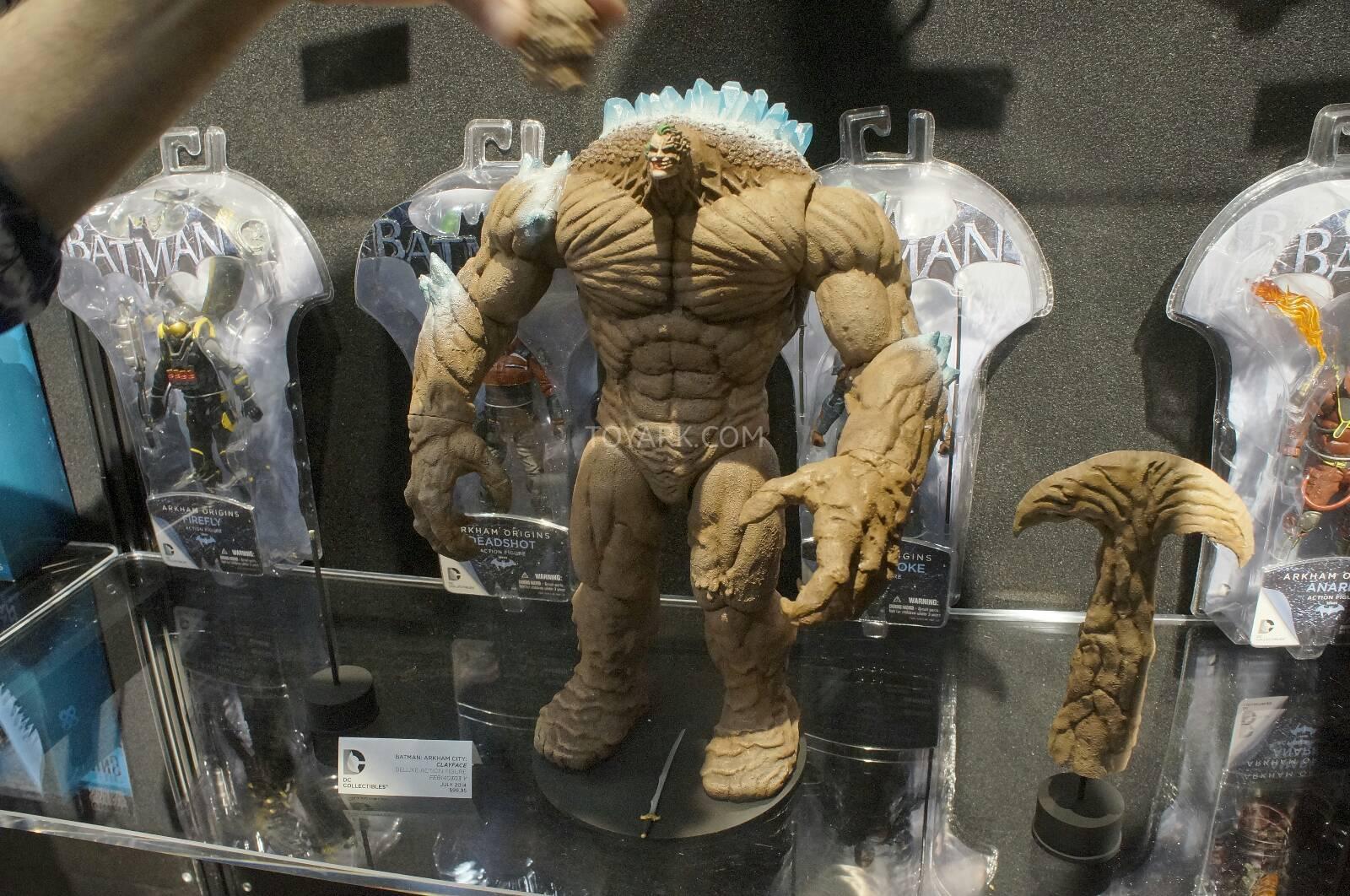 [Toy Fair 2014] DC Collectibles Toy-Fair-2014-DC-Collectibles-155