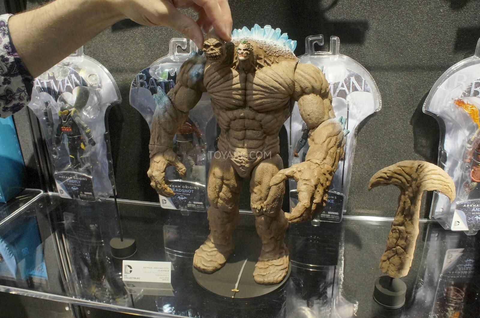 [Toy Fair 2014] DC Collectibles Toy-Fair-2014-DC-Collectibles-156