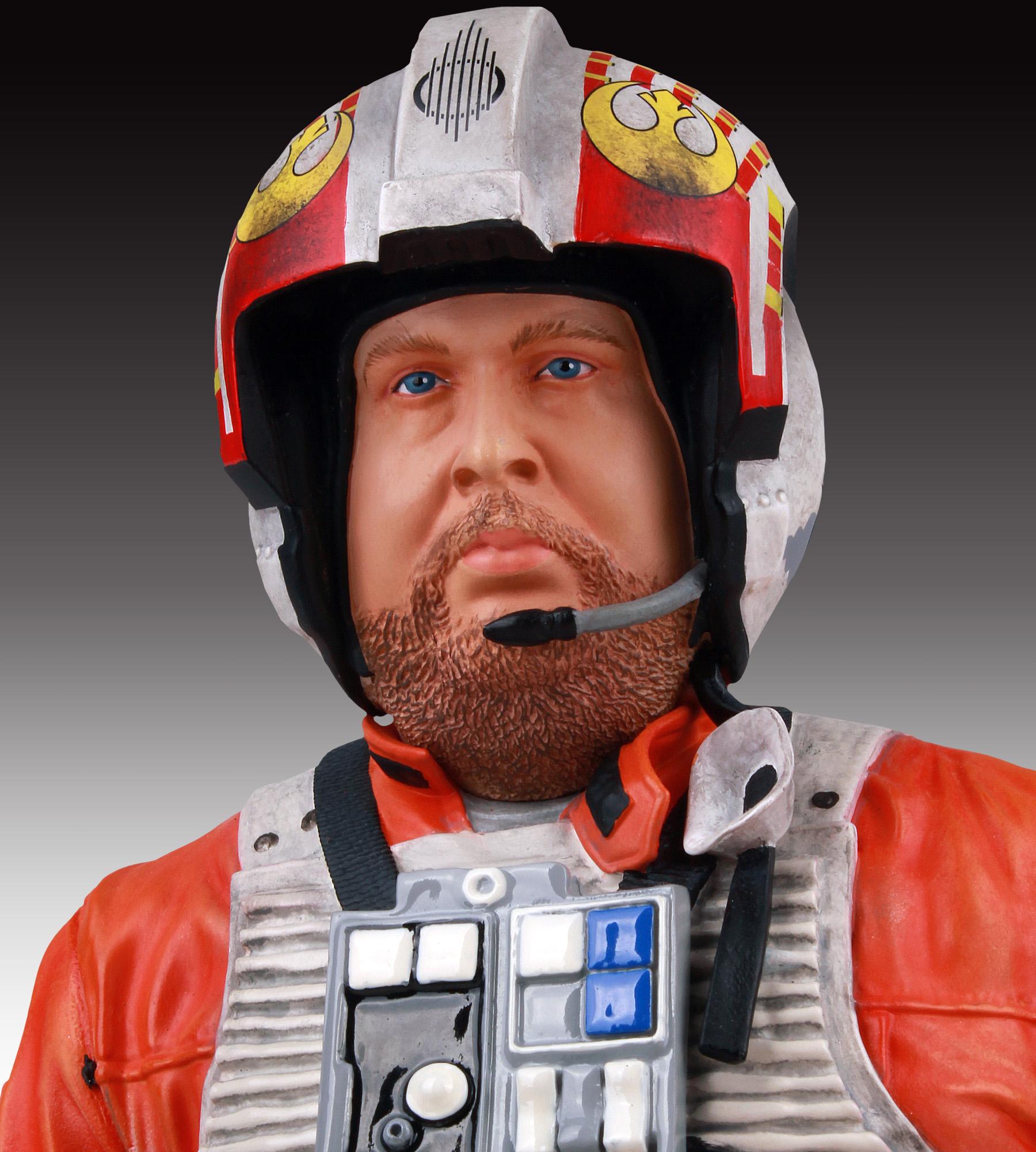 [Gentle Giant] SDCC Exclusive Star Wars Jek Porkins Mini Bust SDCC-Exclusive-Star-Wars-Jek-Porkins-Mini-Bust-009