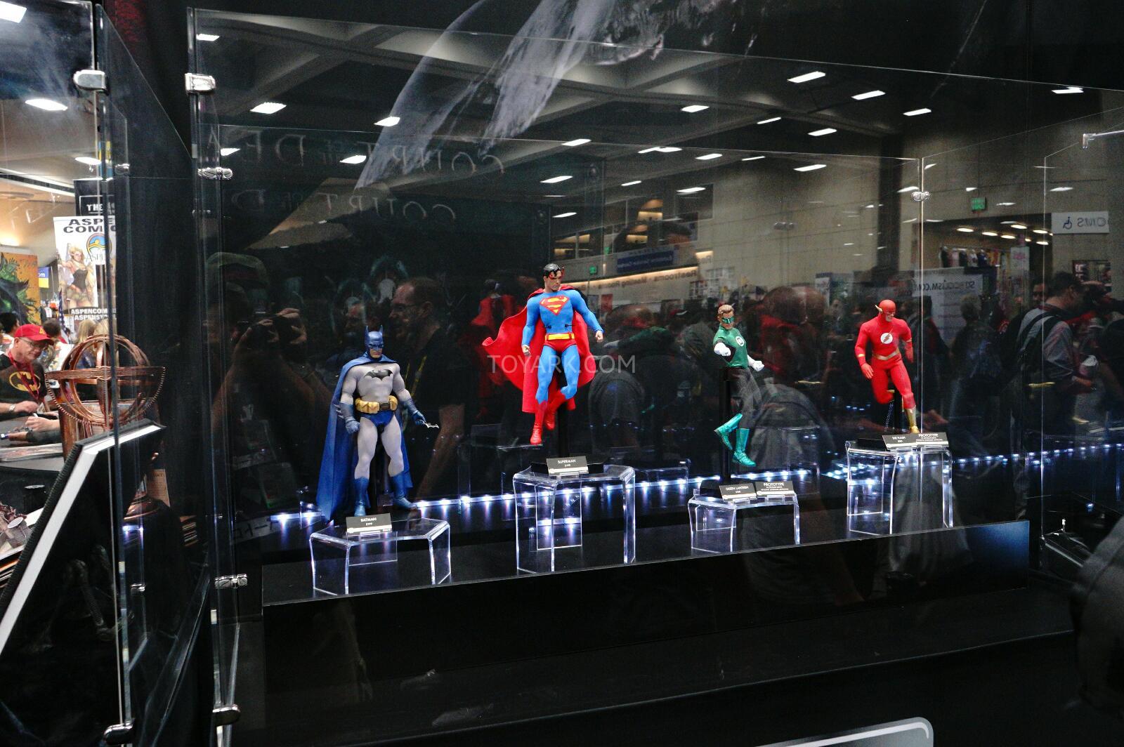 [Sideshow] DC Comics: Flash Sixth Scale Figure - Página 2 DSC07529