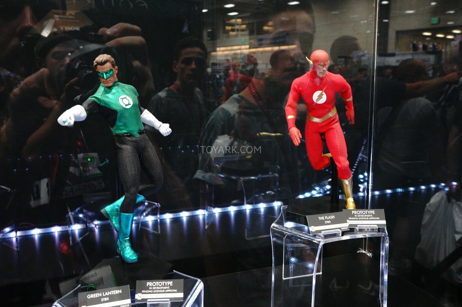 [Sideshow] DC Comics: Flash Sixth Scale Figure - Página 2 DSC07531