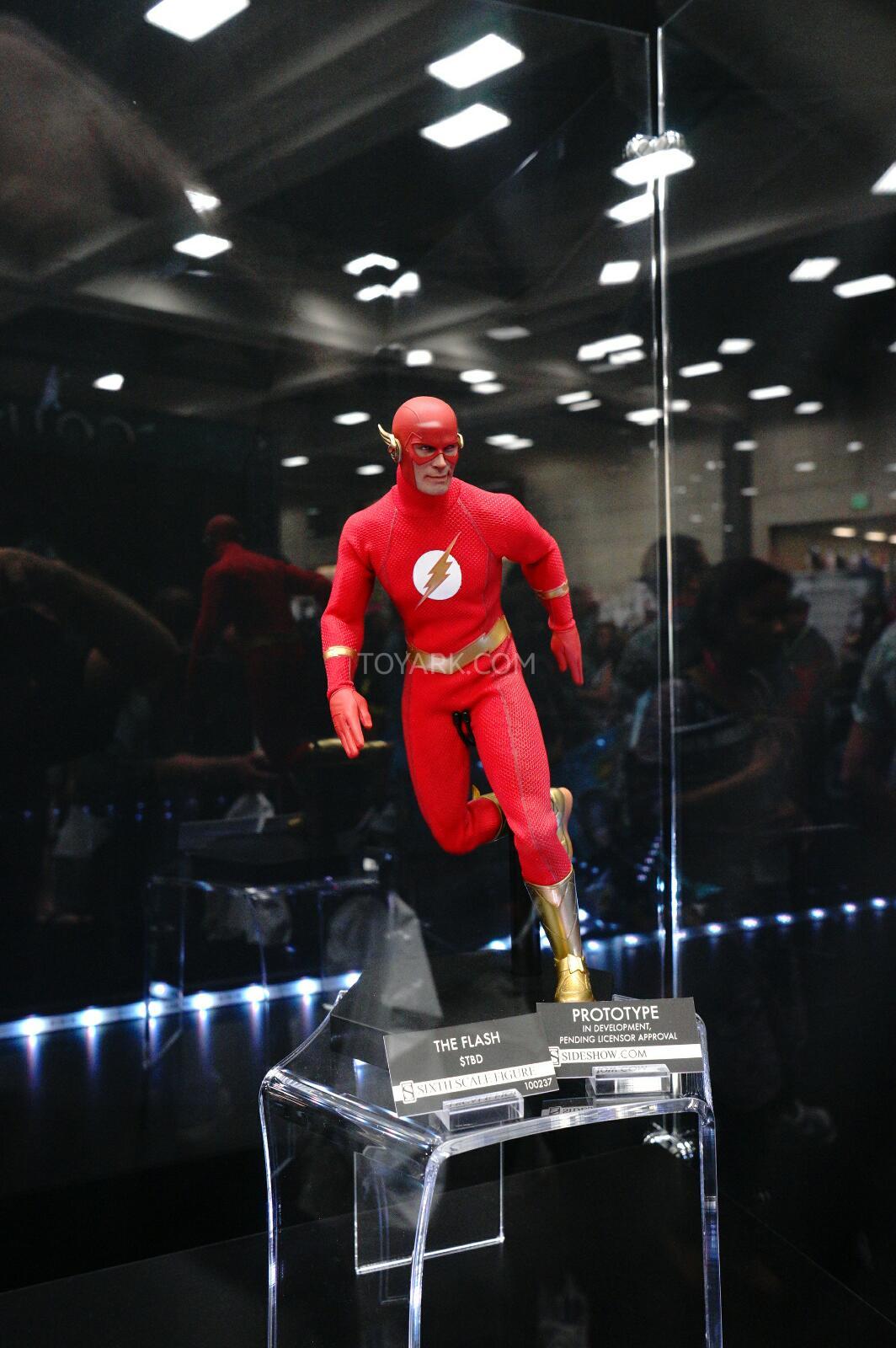 [Sideshow] DC Comics: Flash Sixth Scale Figure - Página 2 DSC07534