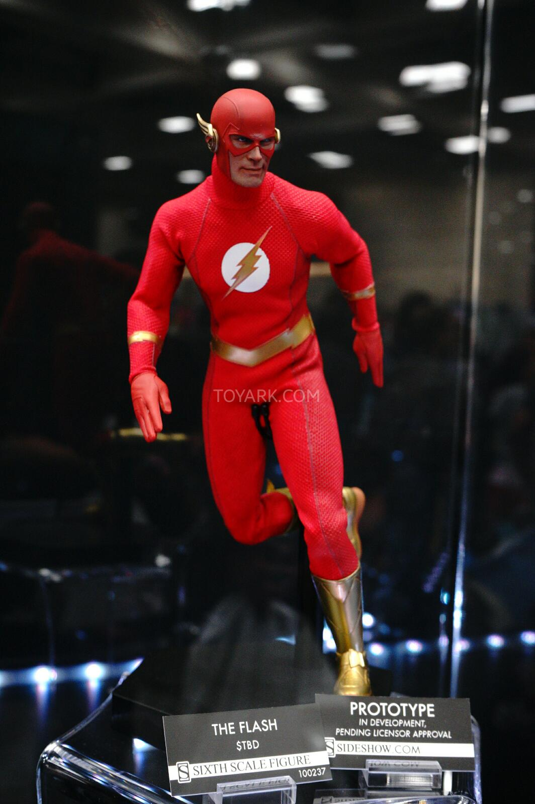 [Sideshow] DC Comics: Flash Sixth Scale Figure - Página 2 DSC07535