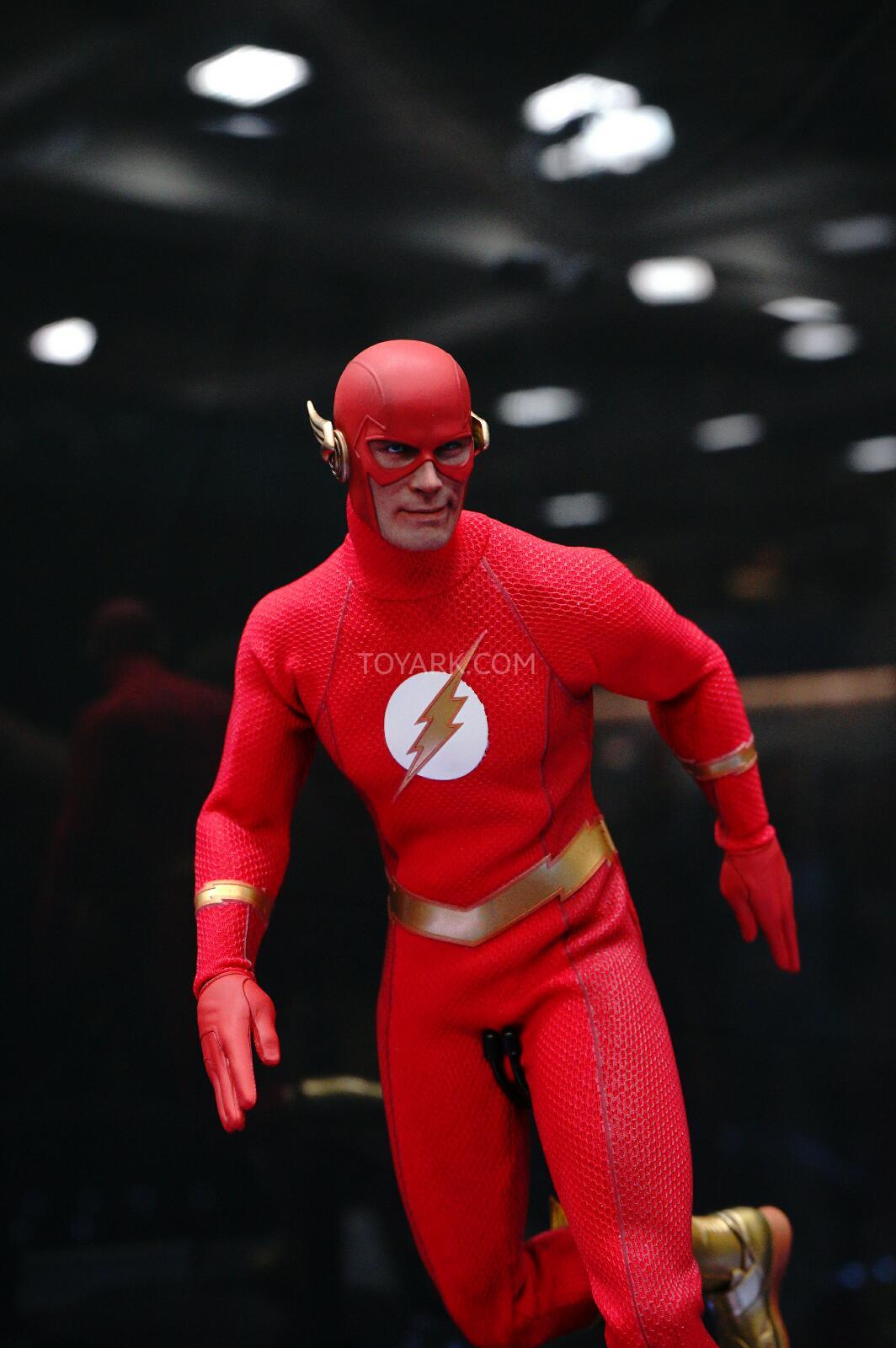 [Sideshow] DC Comics: Flash Sixth Scale Figure - Página 2 DSC07536