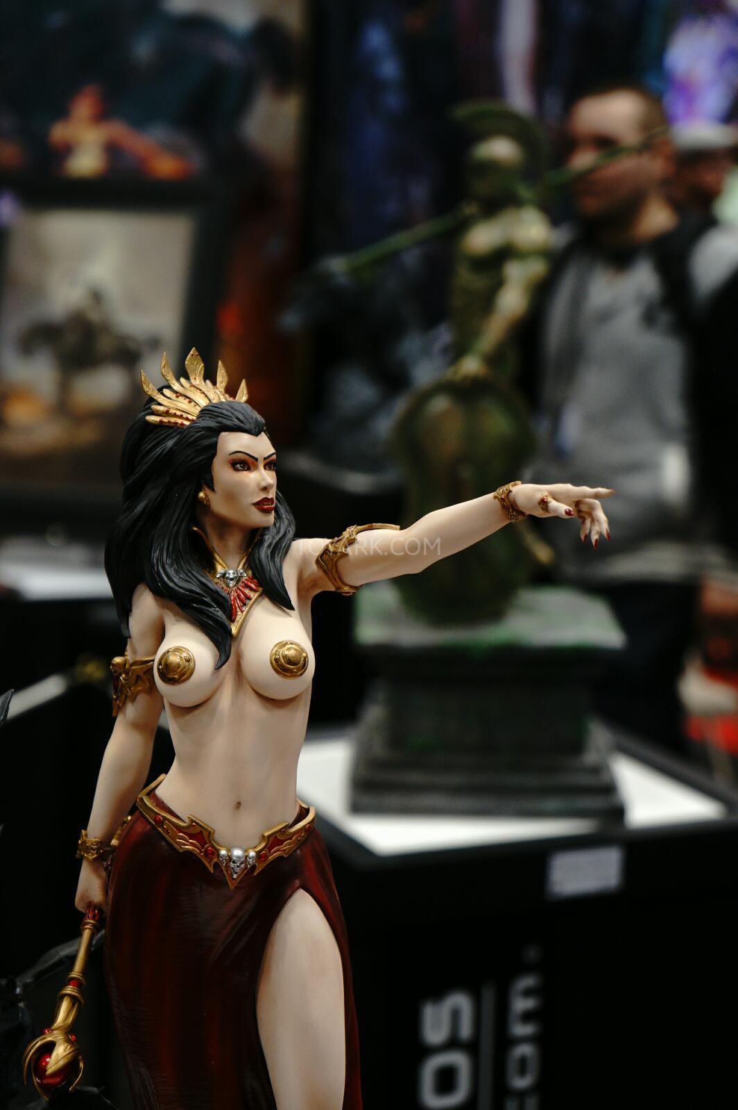 [ARH Studios] New Queen of Vampires 1/4 Scale Statue - Página 2 NYCC-2014-ARH-Studios-013