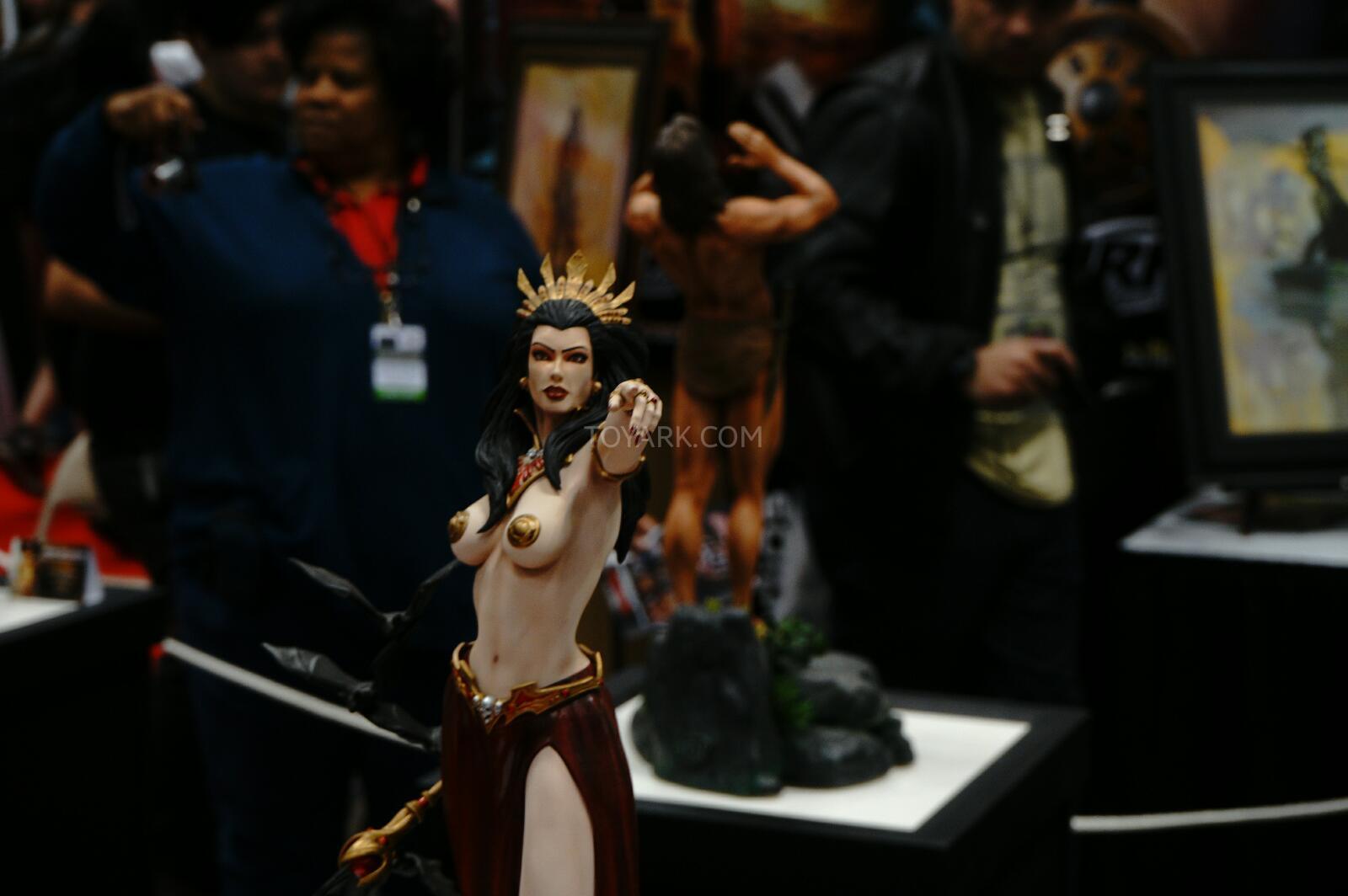 [ARH Studios] New Queen of Vampires 1/4 Scale Statue - Página 2 NYCC-2014-ARH-Studios-014