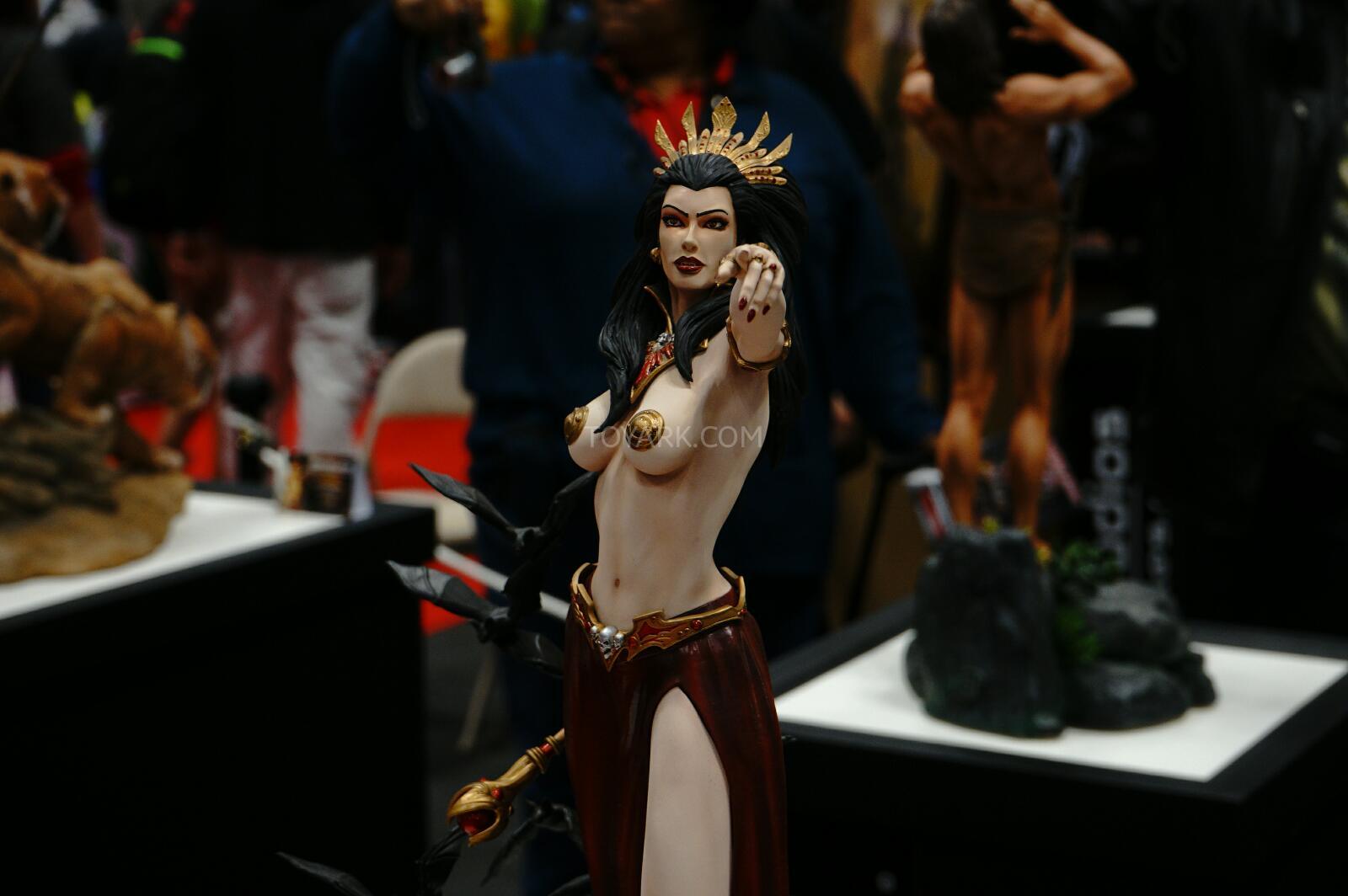 [ARH Studios] New Queen of Vampires 1/4 Scale Statue - Página 2 NYCC-2014-ARH-Studios-015