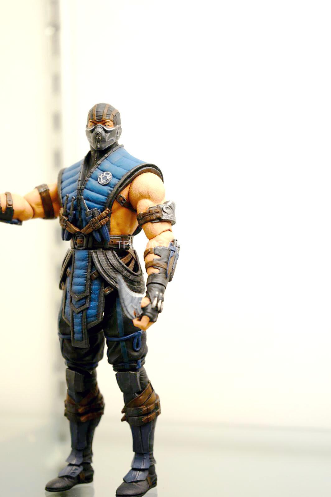 [NYCC 2014] MEZCO - 6-Inch Mortal Kombat X Figures NYCC-2014-Mezco-Mortal-Kombat-X-005