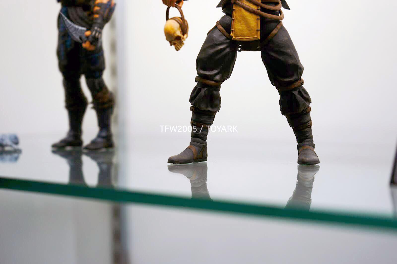 [NYCC 2014] MEZCO - 6-Inch Mortal Kombat X Figures NYCC-2014-Mezco-Mortal-Kombat-X-011
