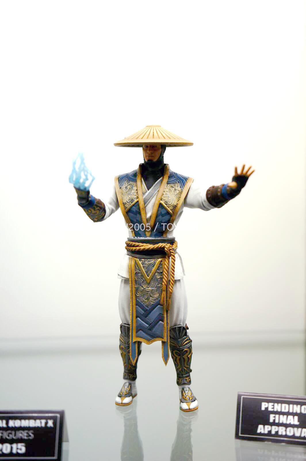 [NYCC 2014] MEZCO - 6-Inch Mortal Kombat X Figures NYCC-2014-Mezco-Mortal-Kombat-X-012