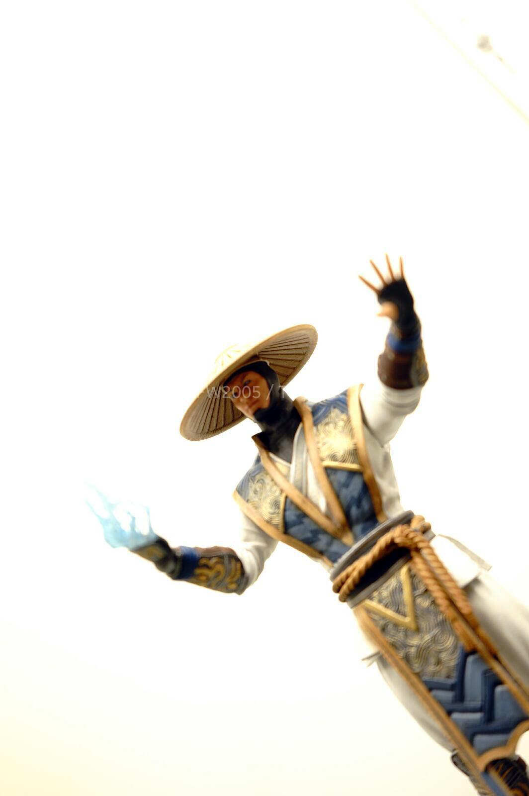[NYCC 2014] MEZCO - 6-Inch Mortal Kombat X Figures NYCC-2014-Mezco-Mortal-Kombat-X-013