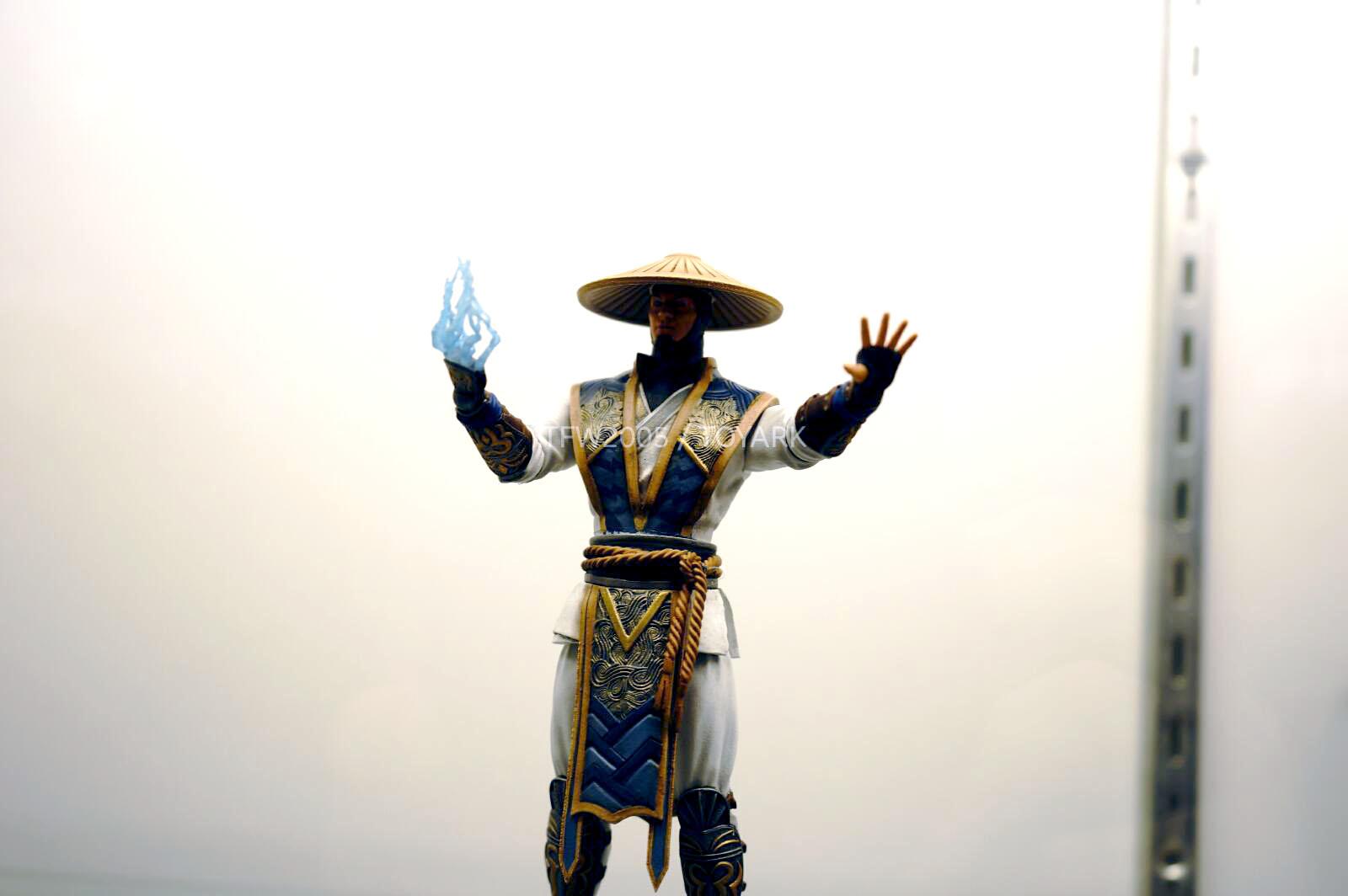 [NYCC 2014] MEZCO - 6-Inch Mortal Kombat X Figures NYCC-2014-Mezco-Mortal-Kombat-X-015