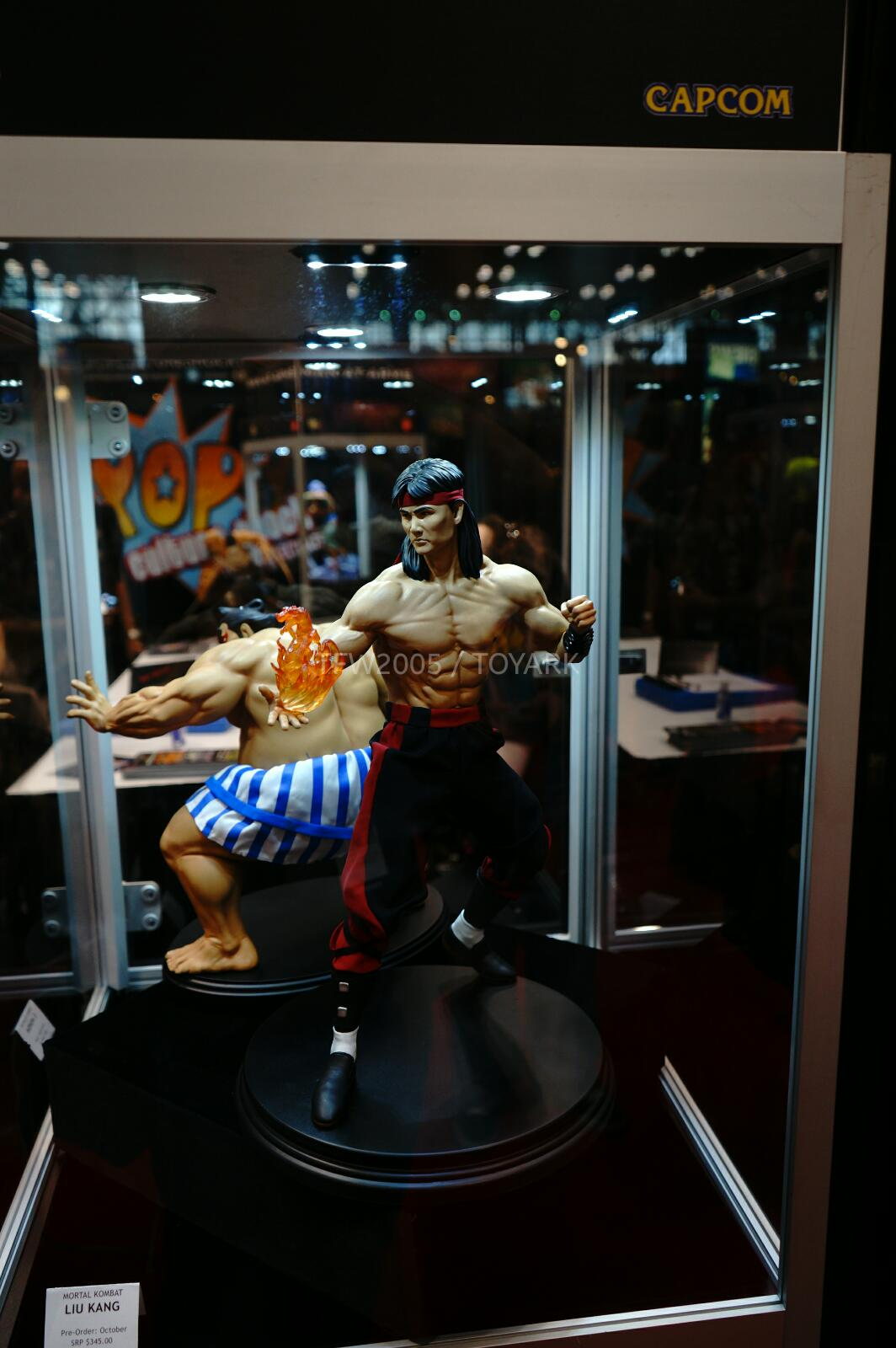 [Pop Culture Shock] Mortal Kombat: Liu Kang 1/4 scale - Página 4 NYCC-2014-Pop-Culture-Shock-029