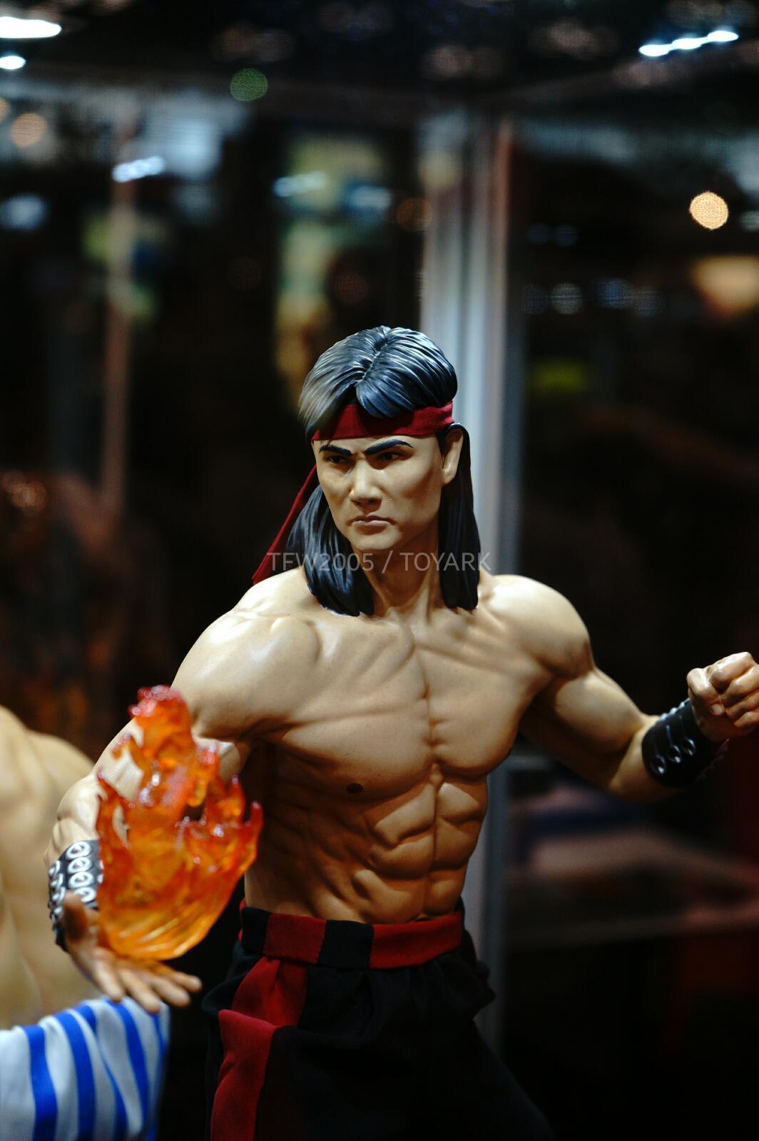 [Pop Culture Shock] Mortal Kombat: Liu Kang 1/4 scale - Página 4 NYCC-2014-Pop-Culture-Shock-031