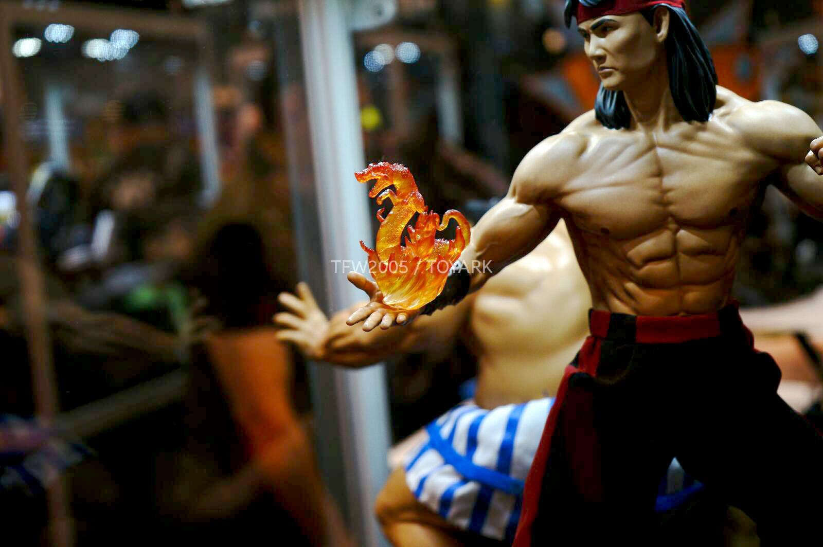 [Pop Culture Shock] Mortal Kombat: Liu Kang 1/4 scale - Página 4 NYCC-2014-Pop-Culture-Shock-032
