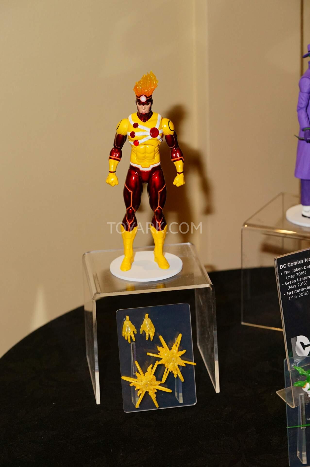 [Action Figures] Todo sobre Action Figures, Hot Toys, Sideshows - Página 5 SDCC2015-DC-Collectibles-DC-Icon-Series-001