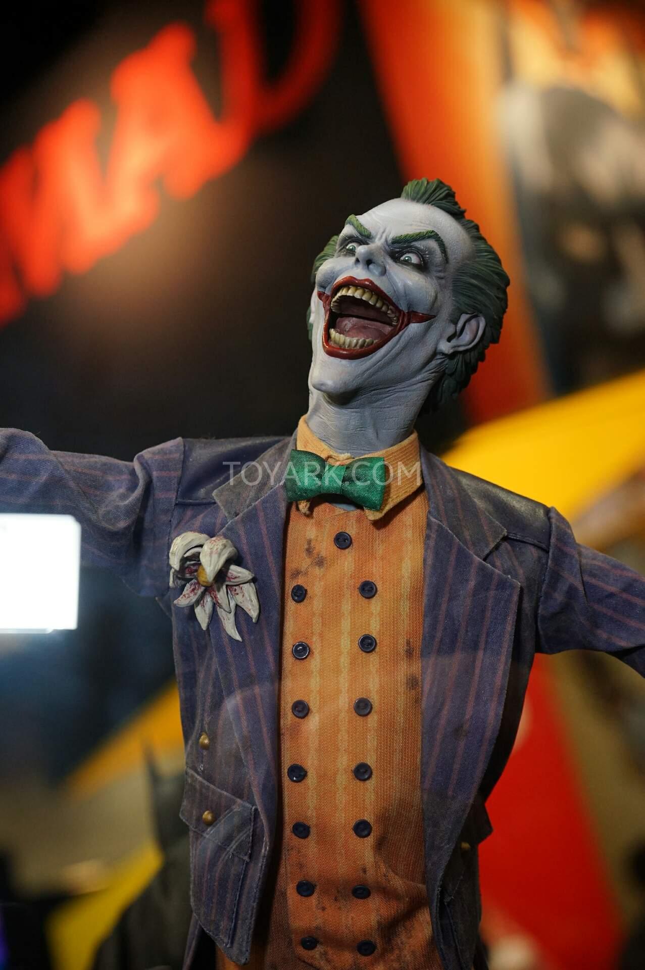 The Joker Batman Arkham Asylum 1/4 Premium Format SDCC2015-Sideshow-DC-Comics-032