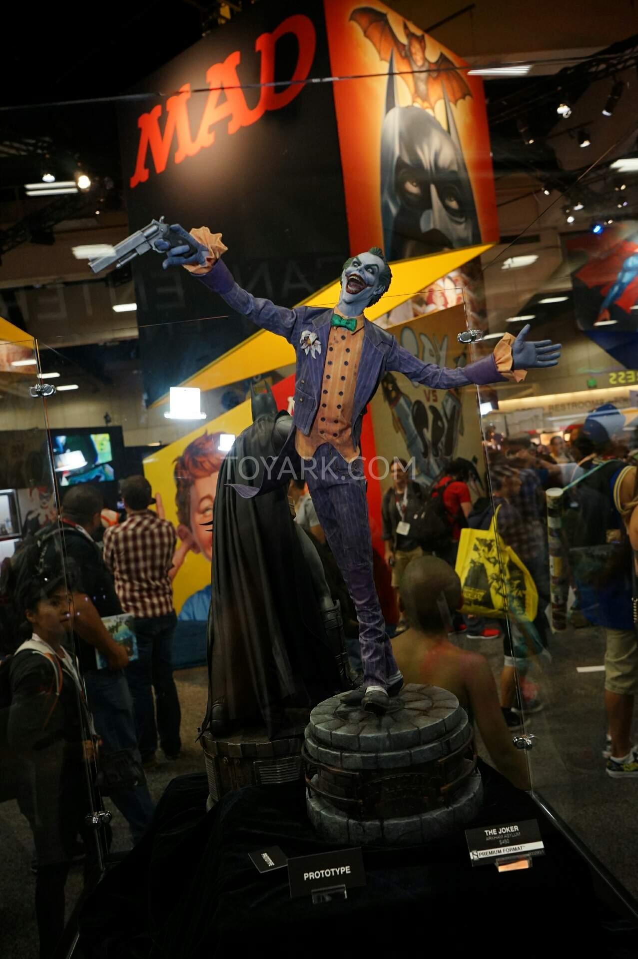 The Joker Batman Arkham Asylum 1/4 Premium Format SDCC2015-Sideshow-DC-Comics-034