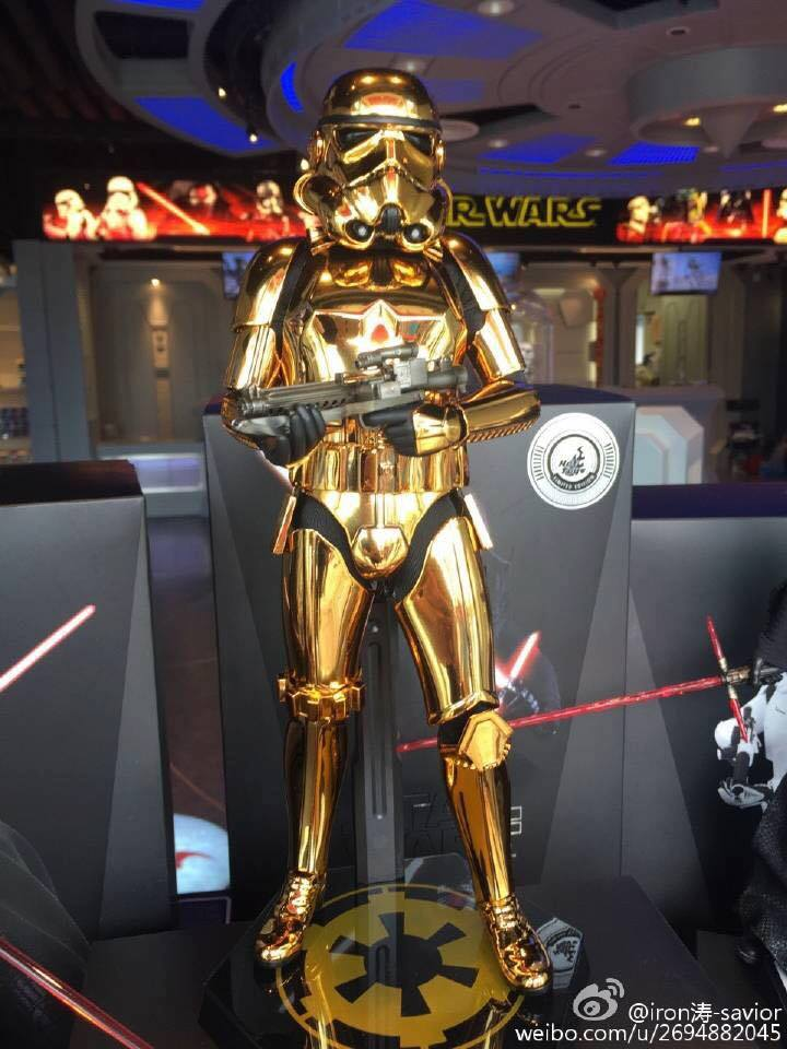 Hot Toys Star Wars 1/6 Scale Gold Stormtrooper Figure Hot-Toys-Gold-Stormtrooper-Display-001
