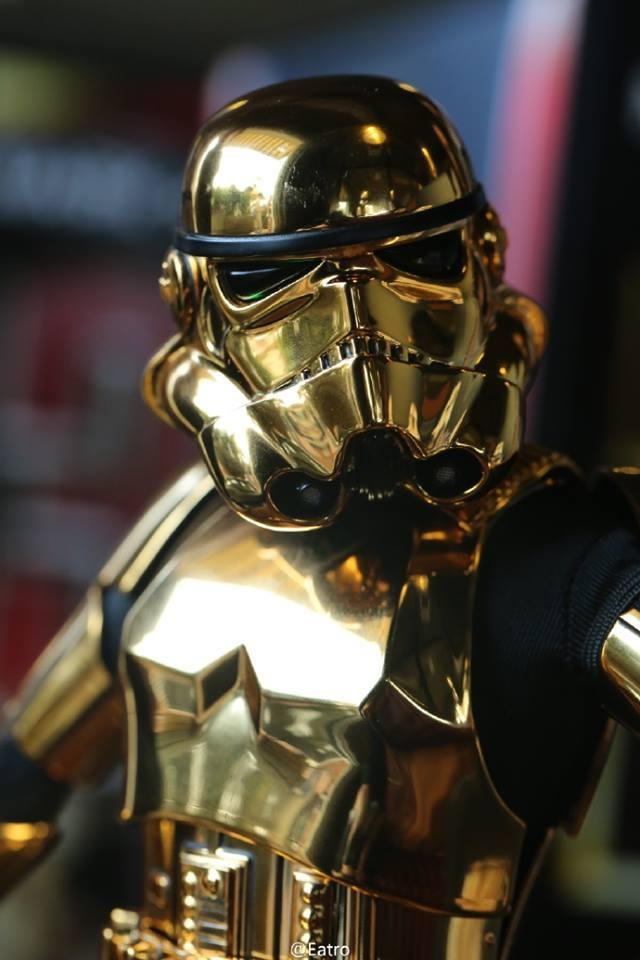 Hot Toys Star Wars 1/6 Scale Gold Stormtrooper Figure Hot-Toys-Gold-Stormtrooper-Display-007