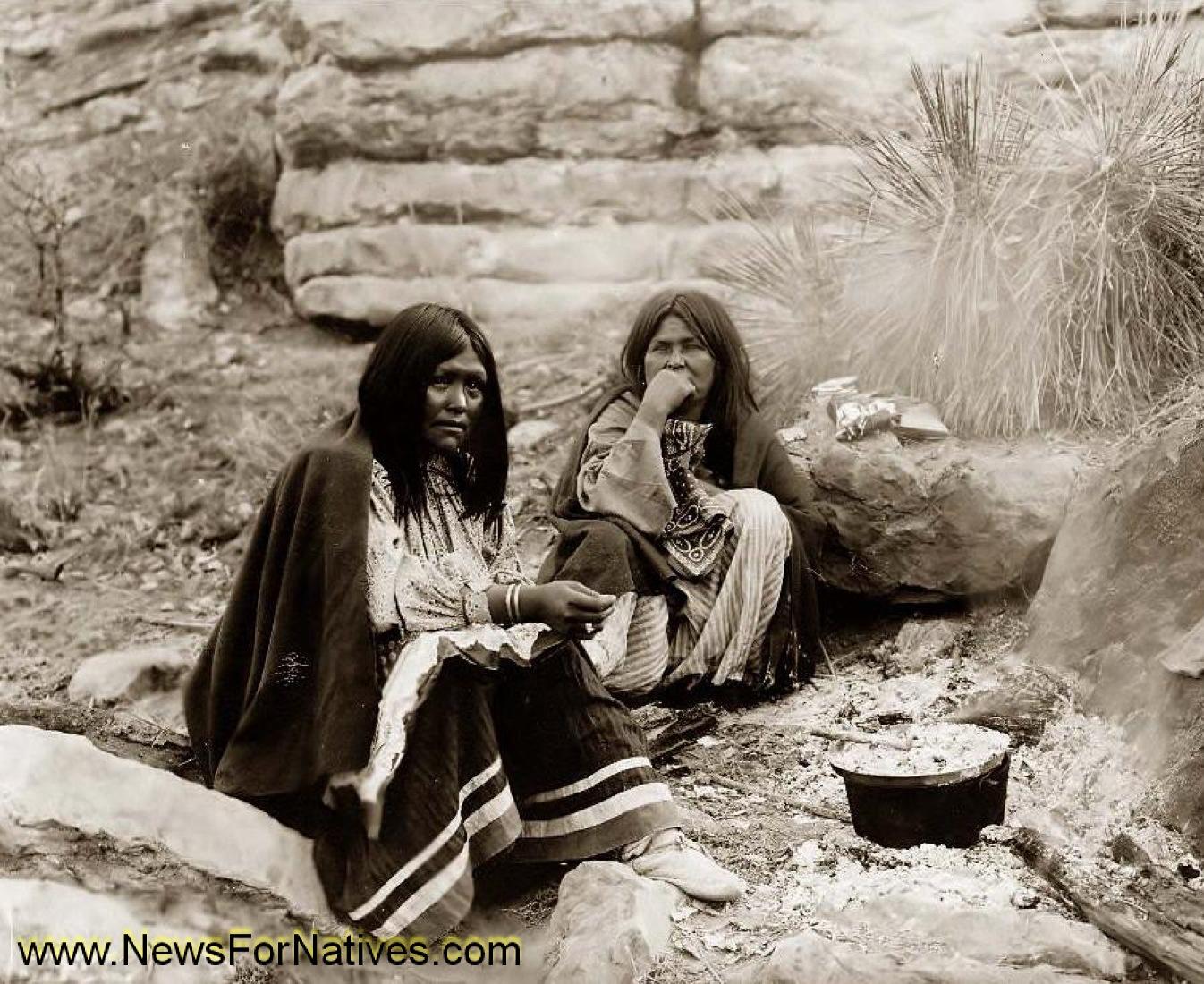 Indijanci na fotografiji i slici - Page 2 Native-american-indians-cooking-camp-campfire-indian-food-old-indian-photo