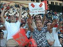 المغرب أول المتأهلين لنهائيات أمم افريقيا 2008 _39422666_morocfans203