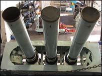 DESTROYER LANCE-MISSILE HMS BRISTOL TYPE 82 _40954838_guns203