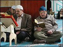 عدد المسلمين تجاوز الكاثوليك _42135298_turkishap203body