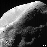 Martian moon 'could be key test' _42554809_phobos_nasa_203