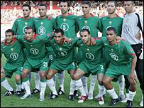 المغرب أول المتأهلين لنهائيات أمم افريقيا 2008 _43056847_morocco-squad203