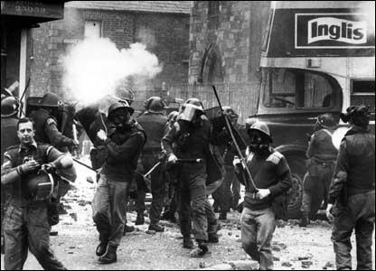 Conflicto de Irlanda del Norte: Domingo Sangriento (1972) _44028978_falls1970
