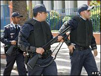 موضوع: الـFBI يدرب ظباط أمن مغاربة _44970416_42802031_police_afp203b