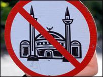 """ايران """"قلقة"""" من تفشي العداء للمسلمين في اوروبا _45038830__203bodpic"""