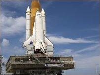إنطلاق مكوك الفضاء أطلانطس لإصلاح التلسكوب هابل _45062784_e96d0dab-8aab-4426-8c4d-ddcc6e8519ab