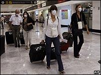 سؤال وجواب: انفلونزا الخنازير _45704488_airport00