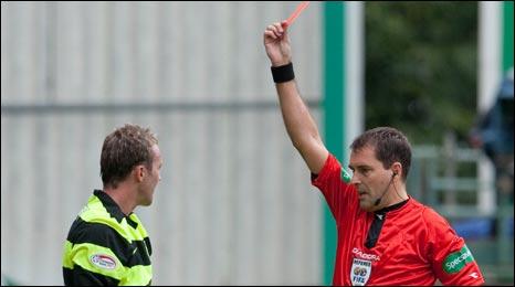 Résultats et classement en SPL Saison 09/10 _46293115_mcgeady_red2
