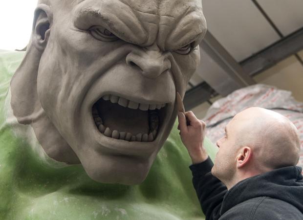 15ft Hulk statue. 100430_hulk2