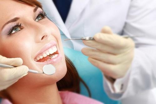 Răng sứ Veneer, cho bạn hàm răng trắng sáng tự tin Dieu-tri-tuy-rang-1