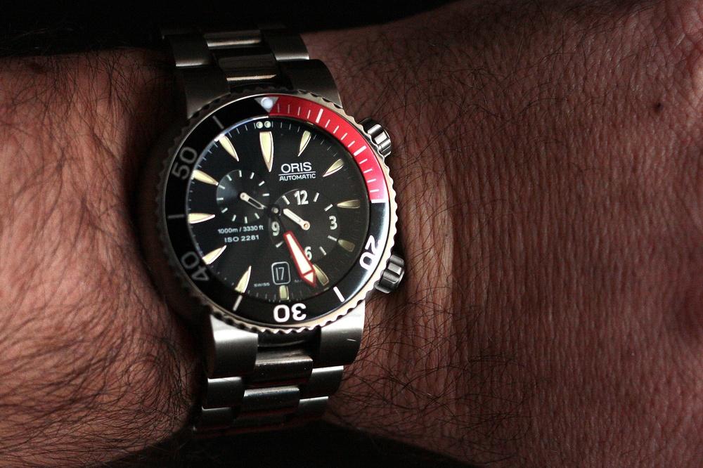 Savez-vous ce qui surprend avec une montre de petite taille ? ORIS%2007%20-%20poignet